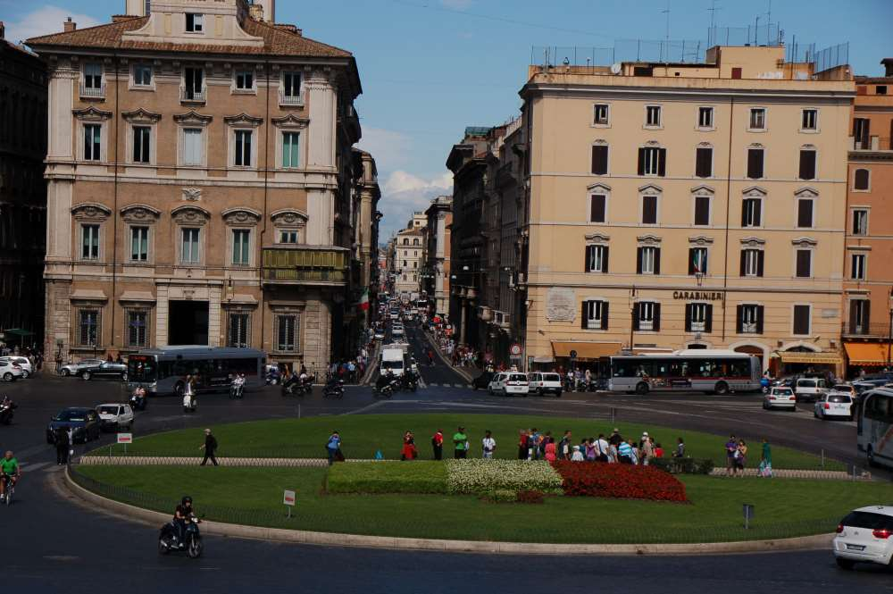 İtalya / Roma - Beyaz Yapının Önü